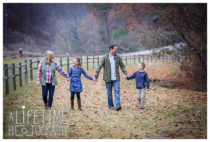 bear-creek-crossing-cabins-family-photographer-gatlinburg-pigeon-forge-knoxville-sevierville-dandridge-seymour-smoky-mountains-townsend-photos-session-professional_0067