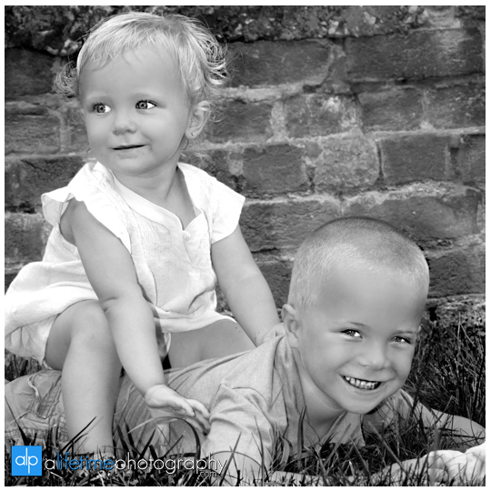 Birthday-boy-girl-kids-balloons-family-Photographer-Photography-photos-pictures-session-brother-sister-downtown-Jonesborough-Johnson-City-Kingsport-Bristol-Knoxville-Maryville-Seymour-Tri-Cities-TN-Pigeon-Forge-Gatlinburg-Sevierville-14