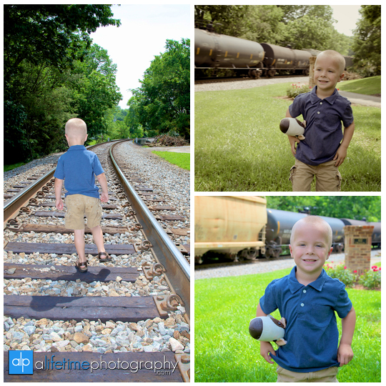Birthday-boy-girl-kids-balloons-family-Photographer-Photography-photos-pictures-session-brother-sister-downtown-Jonesborough-Johnson-City-Kingsport-Bristol-Knoxville-Maryville-Seymour-Tri-Cities-TN-Pigeon-Forge-Gatlinburg-Sevierville-5