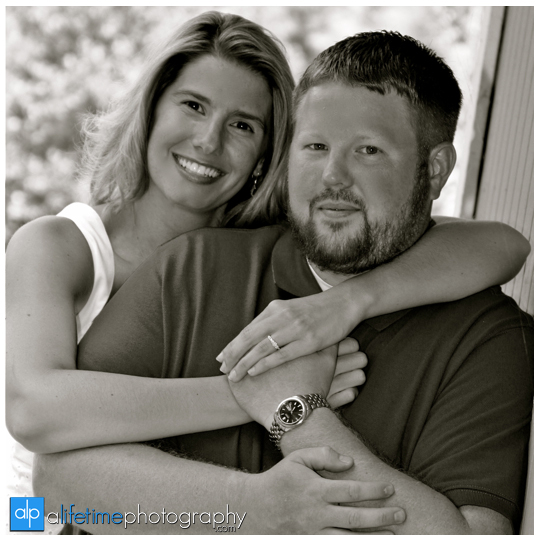 Bristol_TN_VA_Steels_Creek_Rooster_Front_Park_Engagement_Engaged_Couple_Photographer_Pictures_Portraits_Session