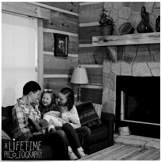 Cabin-in-the-Smoky-Mountains-Sevierville-Gatlinburg-Pigeon-Forge-Photographer-kids-anniversary-1