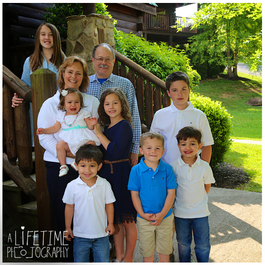 Cabins-at-the-crossing-family-photographer-Pigeon-Forge-Gatlinburg-Sevierville-Photos-Reuinion-Session-Portraits-Knoxville-6