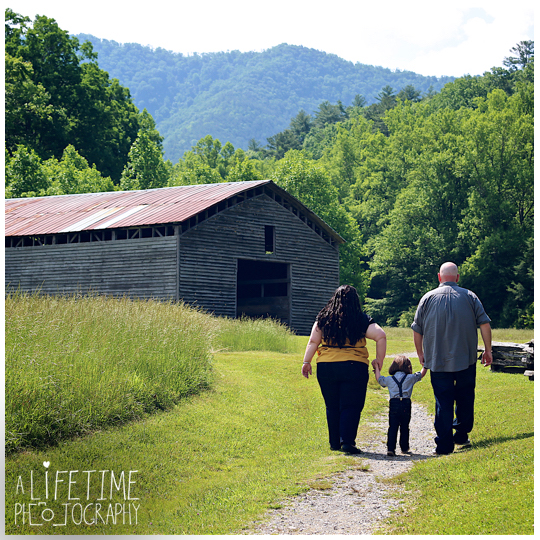 Cades-Cove-Family-Photographer-Kids-Gatlinburg-Smoky-Mountains-National-Park-Portraits-Session-Pigeon-Forge-Sevierville-Seymour-Knoxville-TN-11