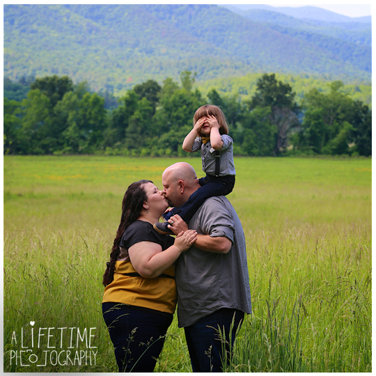 Cades-Cove-Family-Photographer-Kids-Gatlinburg-Smoky-Mountains-National-Park-Portraits-Session-Pigeon-Forge-Sevierville-Seymour-Knoxville-TN-6