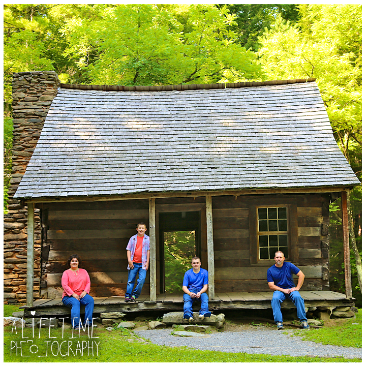 Cades-Cove-Family-Photographer-Knoxville-gatlinburg-Pigeon-Forge-Townsend-Sevierville-Smoky-Mountains-National-Park-GSMNP-10
