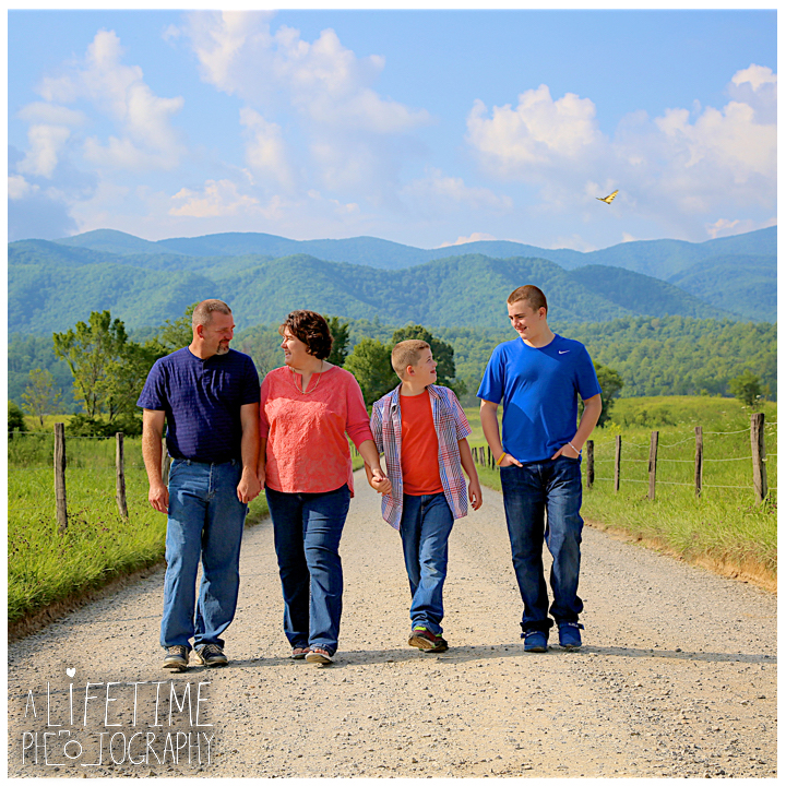 Cades-Cove-Family-Photographer-Knoxville-gatlinburg-Pigeon-Forge-Townsend-Sevierville-Smoky-Mountains-National-Park-GSMNP-3