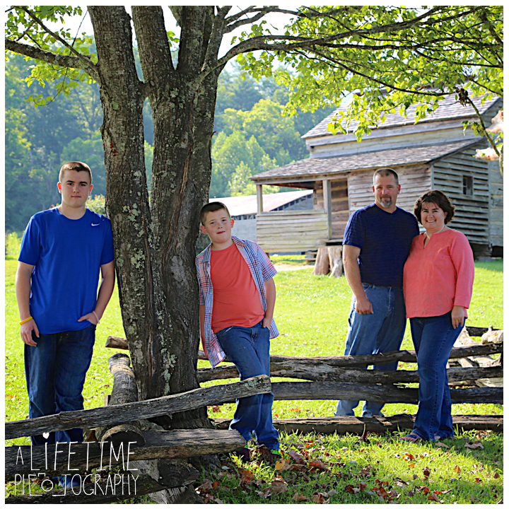 Cades-Cove-Family-Photographer-Knoxville-gatlinburg-Pigeon-Forge-Townsend-Sevierville-Smoky-Mountains-National-Park-GSMNP-4