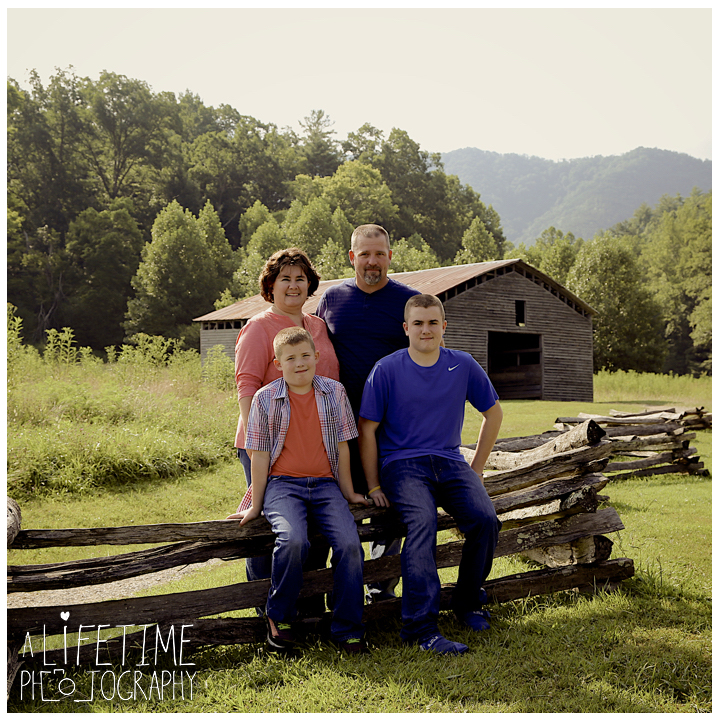 Cades-Cove-Family-Photographer-Knoxville-gatlinburg-Pigeon-Forge-Townsend-Sevierville-Smoky-Mountains-National-Park-GSMNP-5