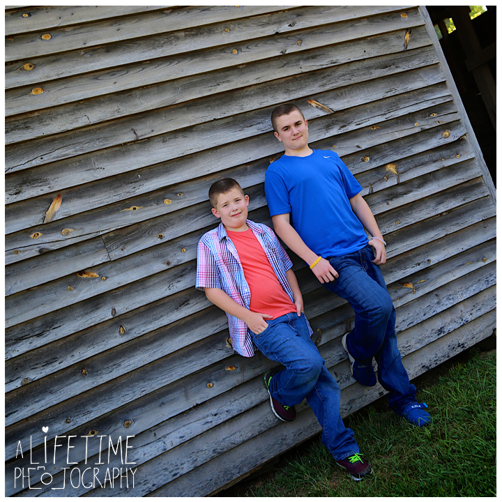 Cades-Cove-Family-Photographer-Knoxville-gatlinburg-Pigeon-Forge-Townsend-Sevierville-Smoky-Mountains-National-Park-GSMNP-8