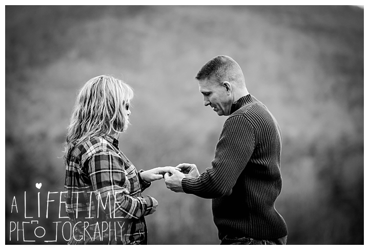 cades-cove-family-photographer-proposal-engagement-gatlinburg-pigeon-forge-knoxville-sevierville-dandridge-seymour-smoky-mountains-townsend-photos-session-professional-maryville_0148