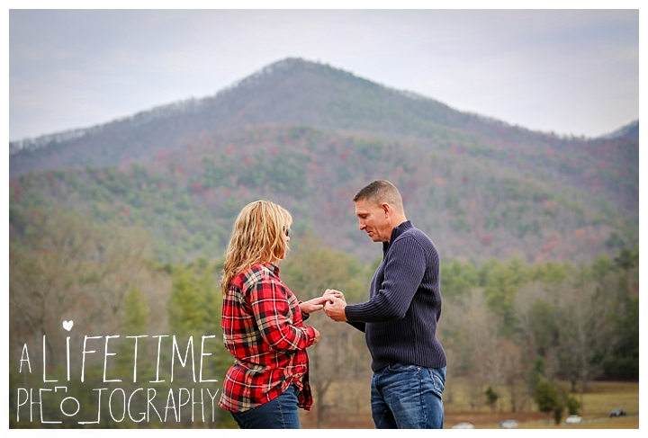 cades-cove-family-photographer-proposal-engagement-gatlinburg-pigeon-forge-knoxville-sevierville-dandridge-seymour-smoky-mountains-townsend-photos-session-professional-maryville_0149
