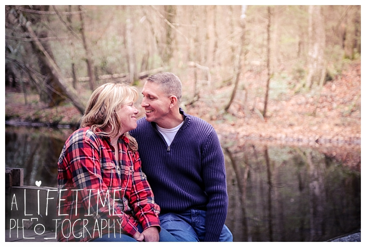 cades-cove-family-photographer-proposal-engagement-gatlinburg-pigeon-forge-knoxville-sevierville-dandridge-seymour-smoky-mountains-townsend-photos-session-professional-maryville_0156