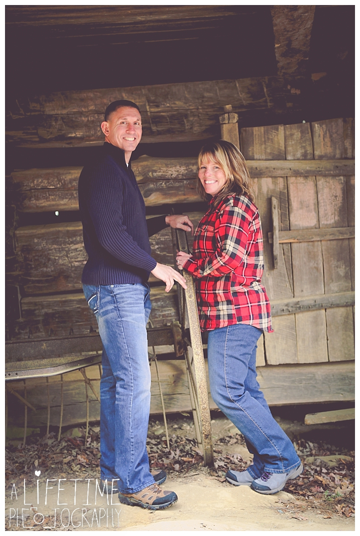 cades-cove-family-photographer-proposal-engagement-gatlinburg-pigeon-forge-knoxville-sevierville-dandridge-seymour-smoky-mountains-townsend-photos-session-professional-maryville_0160