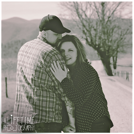Cades-Cove-Marriage-proposal-Photographer-Gatlinburg-Pigeon-Forge-Knoxville-TN-Smoky-Mountains-River-10