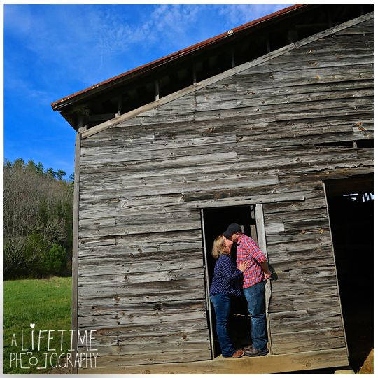 Cades-Cove-Marriage-proposal-Photographer-Gatlinburg-Pigeon-Forge-Knoxville-TN-Smoky-Mountains-River-14