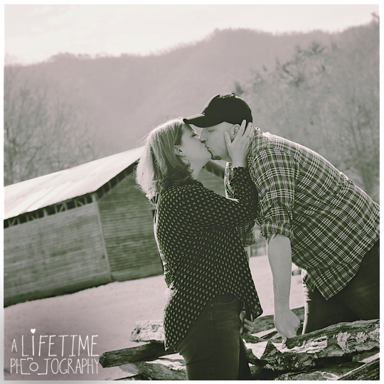 Cades-Cove-Marriage-proposal-Photographer-Gatlinburg-Pigeon-Forge-Knoxville-TN-Smoky-Mountains-River-16