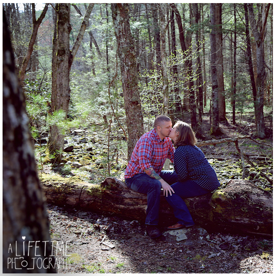 Cades-Cove-Marriage-proposal-Photographer-Gatlinburg-Pigeon-Forge-Knoxville-TN-Smoky-Mountains-River-18