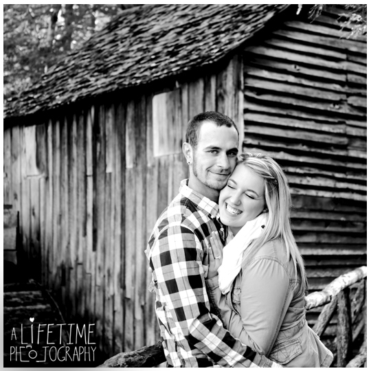 Cades-Cove-engagement-proposal-family-photographer-photos-shoot-session-Pigeon-Forge-Knoxville-Gatlinburg-Smoky-Mountains-12
