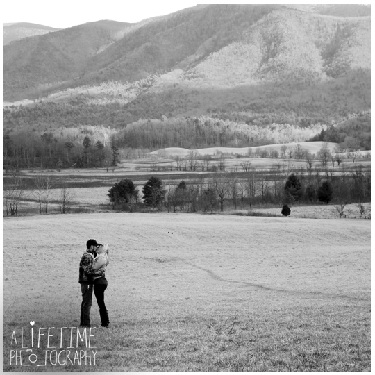 Cades-Cove-engagement-proposal-family-photographer-photos-shoot-session-Pigeon-Forge-Knoxville-Gatlinburg-Smoky-Mountains-4