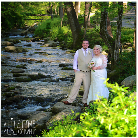 Cherokee-Grill-Calhouns-Wedding-reception-Bride-Groom-Photographer-family-Pigeon-Forge-Knoxville-TN-Smoky-Mountains-16