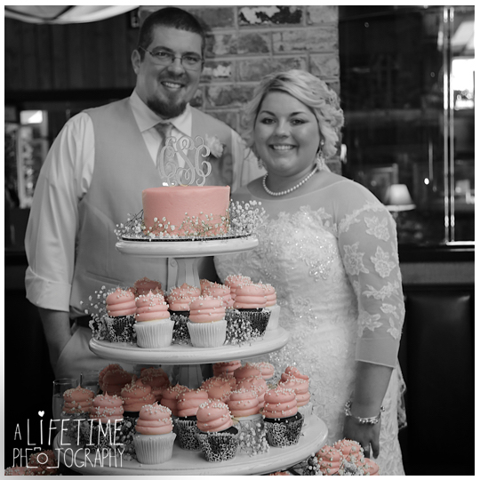 Cherokee-Grill-Calhouns-Wedding-reception-Bride-Groom-Photographer-family-Pigeon-Forge-Knoxville-TN-Smoky-Mountains-4