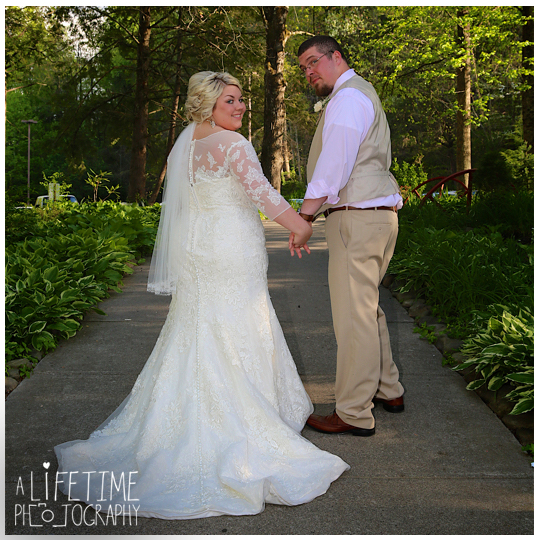 Cherokee-Grill-Calhouns-Wedding-reception-Bride-Groom-Photographer-family-Pigeon-Forge-Knoxville-TN-Smoky-Mountains-8