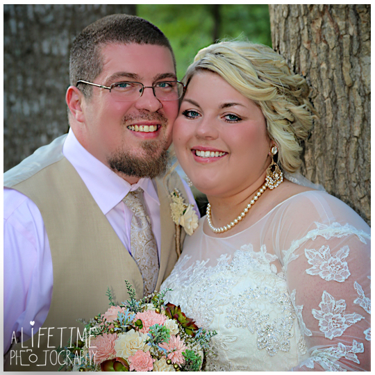 Cherokee-Grill-Calhouns-Wedding-reception-Bride-Groom-Photographer-family-Pigeon-Forge-Knoxville-TN-Smoky-Mountains-9