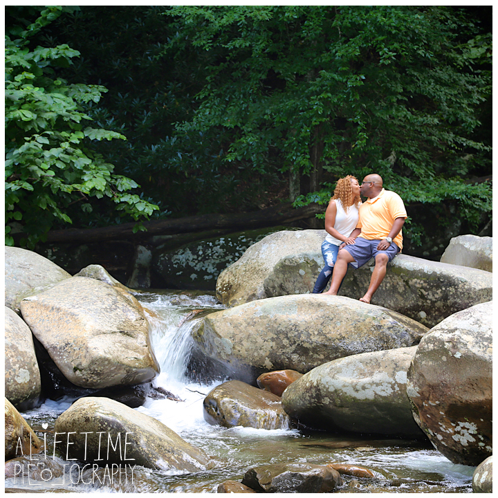 Chimney-Tops-Picnic-Area-Family-Photographer-Greenbriar-Smoky-Mountains-National-Park-Gatlinburg-Pigeon-Forge-Knoxville-7