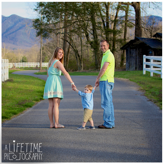 Cosby-Sevierville-Pigeon-Forge-Gatlinburg-Seymour-Kodak-Maryville-TN-Photographer-Family-Easter-Spring-Mountain-View-Photography-kids-bunny-rabbit-5
