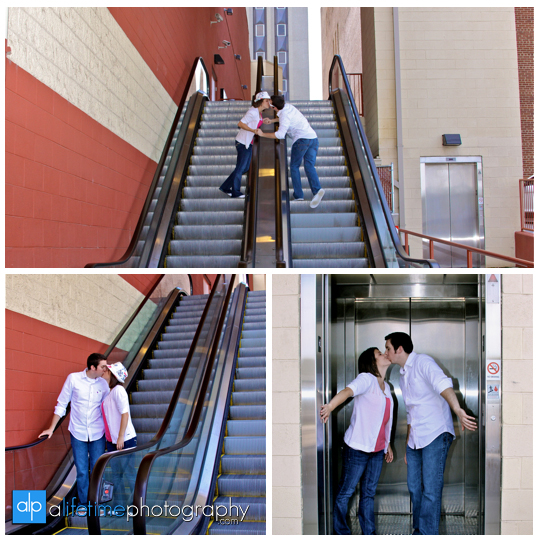 Downtown_Knoxville_Engagement_Couple_Photographer-Photography_market_Square