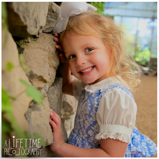 Easter bunny pictures with a real rabbit in Knoxville tn botanical gardens photographer kids children Maryville Seymour Sevierville Pigeon Forge Gatlinburg Dandridge TN-4