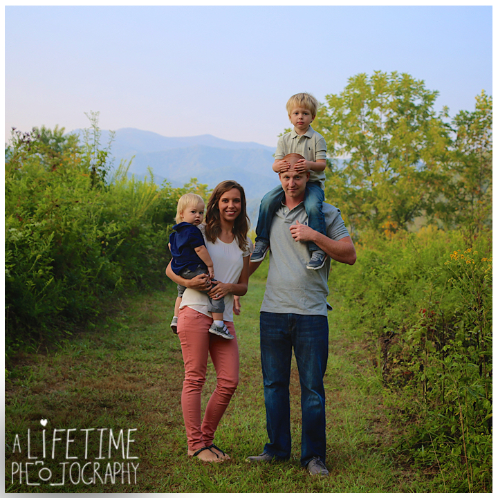 Emerts-Cove-Family-Photographer-Smoky-Mountains-Gatlinburg-Pigeon-Forge-Knoxville-Session-Pictures-kids-portraits-1