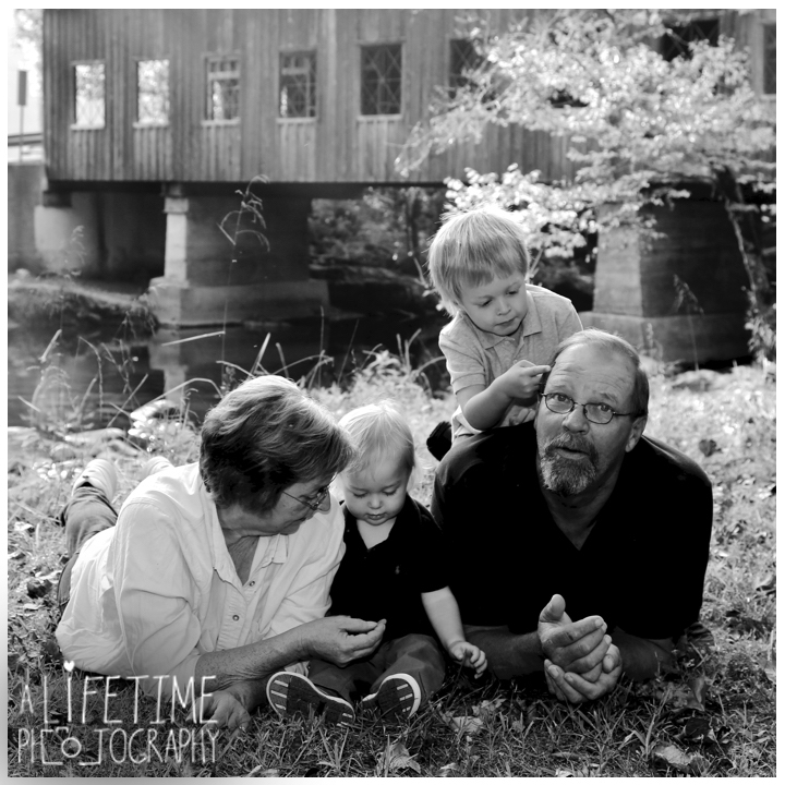 Emerts-Cove-Family-Photographer-Smoky-Mountains-Gatlinburg-Pigeon-Forge-Knoxville-Session-Pictures-kids-portraits-12