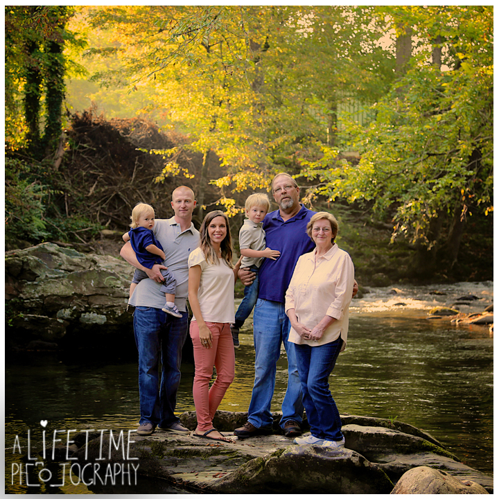 Emerts-Cove-Family-Photographer-Smoky-Mountains-Gatlinburg-Pigeon-Forge-Knoxville-Session-Pictures-kids-portraits-13