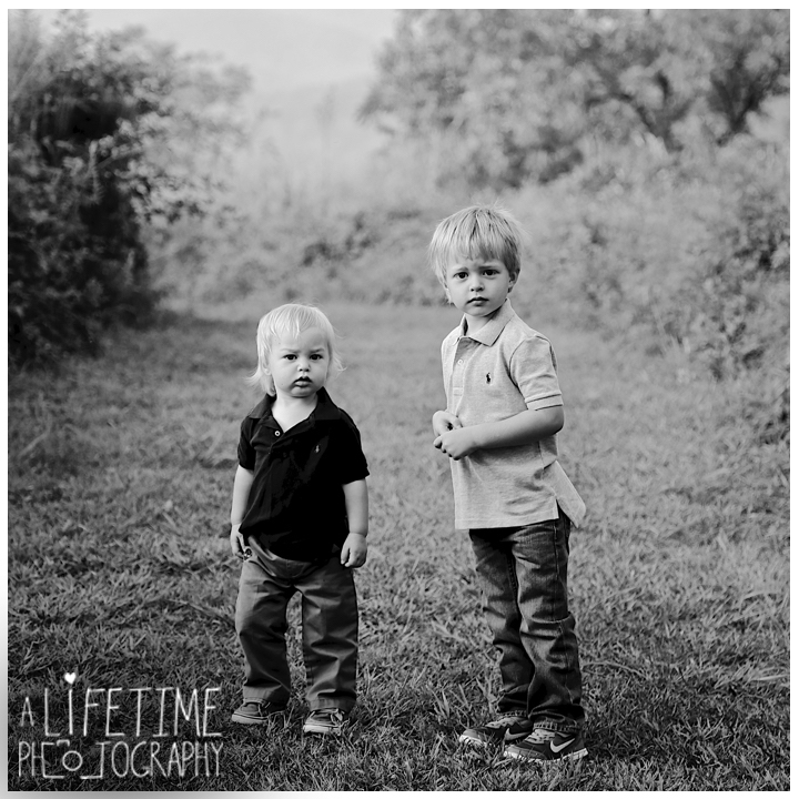 Emerts-Cove-Family-Photographer-Smoky-Mountains-Gatlinburg-Pigeon-Forge-Knoxville-Session-Pictures-kids-portraits-2