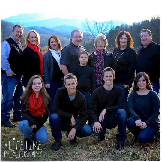 Emerts-Cove-Large-Family-Photographer-Pittman-Center-Gatlinburg-Pigeon-Forge-Sevierville-Smoky-Mountains-Christmas-photos-13