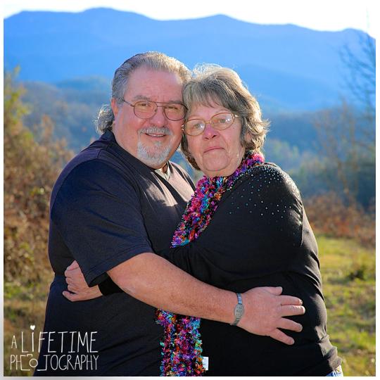Emerts-Cove-Large-Family-Photographer-Pittman-Center-Gatlinburg-Pigeon-Forge-Sevierville-Smoky-Mountains-Christmas-photos-15