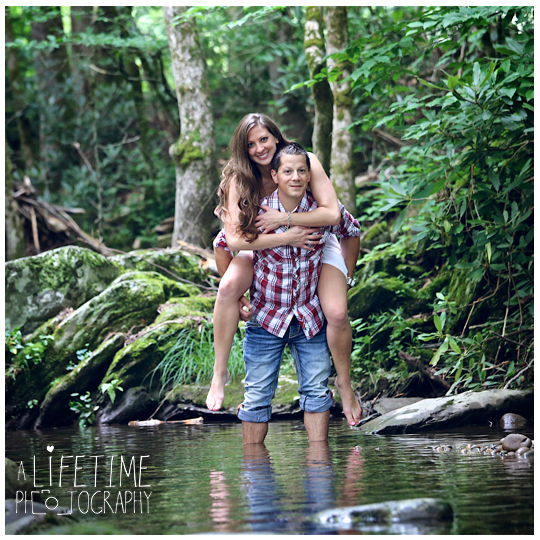 Engagement-Photographer-Couples-Family-Pictures-in-the-Smoky-Mountains-Gatlinburg-Pigeon-Forge-Knoxville-Sevierville-Seymour-Dandridge-3