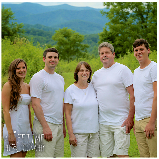 Engagement-Photographer-Couples-Family-Pictures-in-the-Smoky-Mountains-Gatlinburg-Pigeon-Forge-Knoxville-Sevierville-Seymour-Dandridge-7