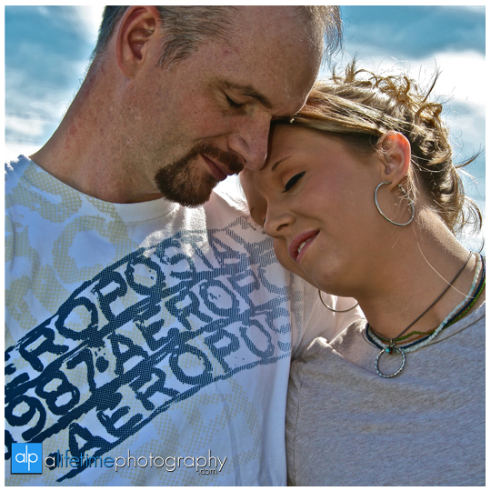 Engagement-session-ideas-dos-and-donts-what-to-expect-photographer-photography-Knoxville-TN-Johnson-City-Kingsport-Chattanooga-TN-1-what-to-expect-