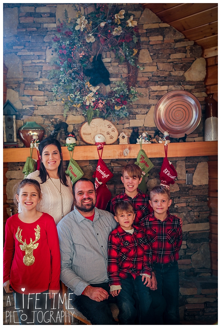 Family Cabin Photographer Gatlinburg-Pigeon-Forge-Knoxville-Sevierville-Dandridge-Seymour-Smoky-Mountains-Townsend-Photos-Greenbriar Session-Professional-Maryville_0254
