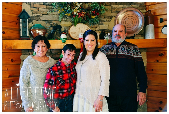 Family Cabin Photographer Gatlinburg-Pigeon-Forge-Knoxville-Sevierville-Dandridge-Seymour-Smoky-Mountains-Townsend-Photos-Greenbriar Session-Professional-Maryville_0257