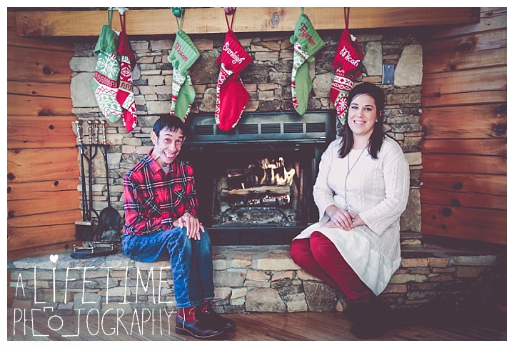 Family Cabin Photographer Gatlinburg-Pigeon-Forge-Knoxville-Sevierville-Dandridge-Seymour-Smoky-Mountains-Townsend-Photos-Greenbriar Session-Professional-Maryville_0258