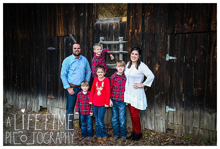 Family Cabin Photographer Gatlinburg-Pigeon-Forge-Knoxville-Sevierville-Dandridge-Seymour-Smoky-Mountains-Townsend-Photos-Greenbriar Session-Professional-Maryville_0262
