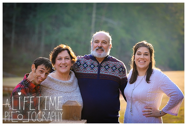 Family Cabin Photographer Gatlinburg-Pigeon-Forge-Knoxville-Sevierville-Dandridge-Seymour-Smoky-Mountains-Townsend-Photos-Greenbriar Session-Professional-Maryville_0266