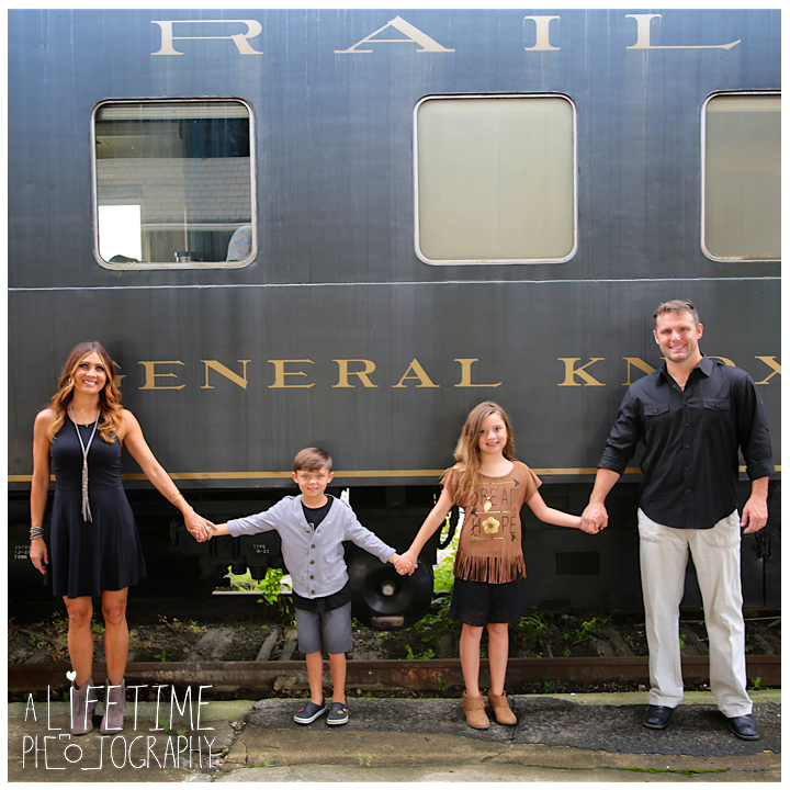 Family-Knoxville-Photographer-Southern-Railway-Staton-Downtown-Train-Kids-station-1