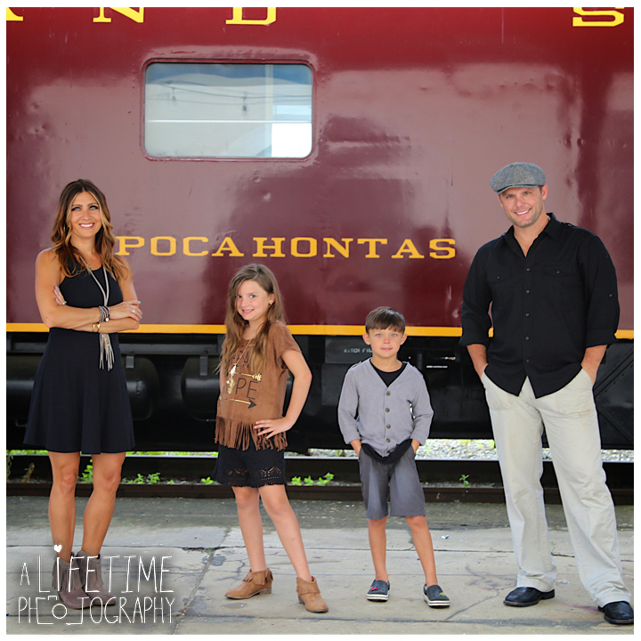 Family-Knoxville-Photographer-Southern-Railway-Staton-Downtown-Train-Kids-station-12