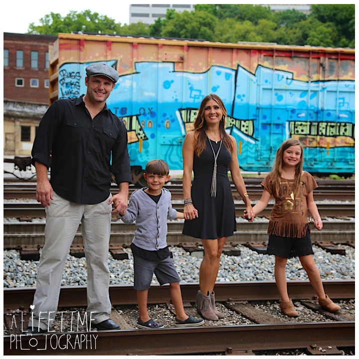 Family-Knoxville-Photographer-Southern-Railway-Staton-Downtown-Train-Kids-station-13