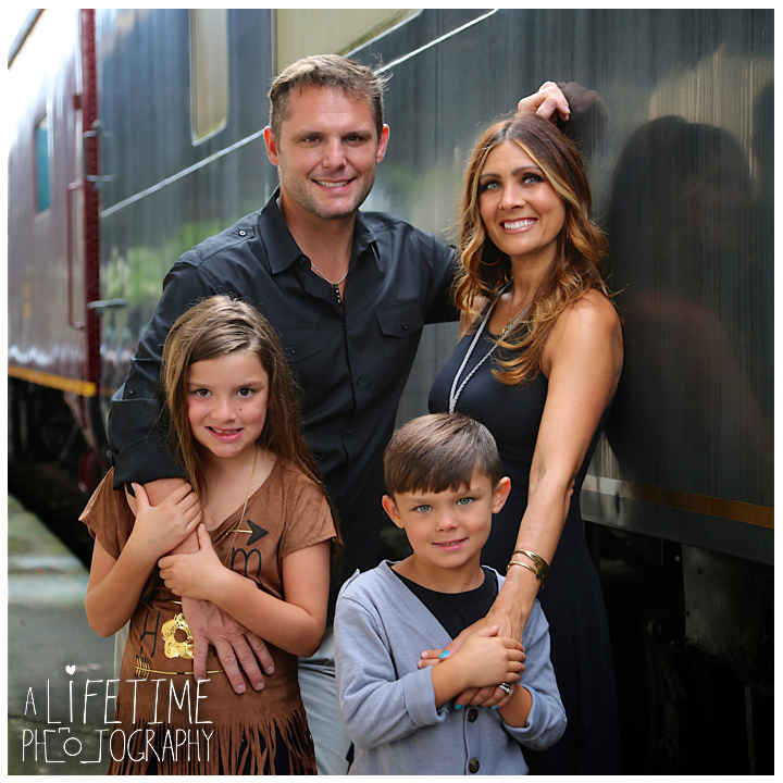 Family-Knoxville-Photographer-Southern-Railway-Staton-Downtown-Train-Kids-station-3