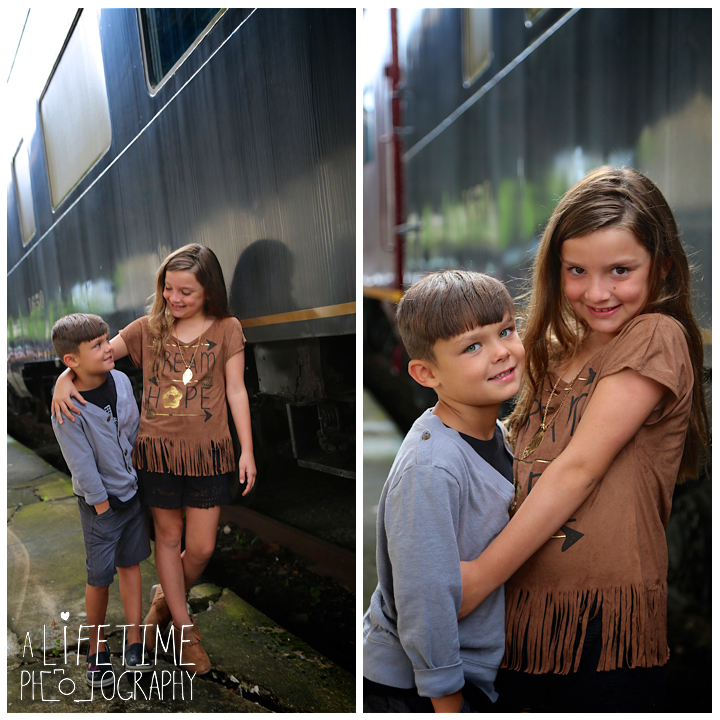 Family-Knoxville-Photographer-Southern-Railway-Staton-Downtown-Train-Kids-station-5